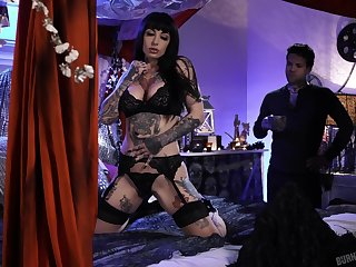 Tattooed babe Jessie Lee is fucked hard by tattooed gay blade Small Hands