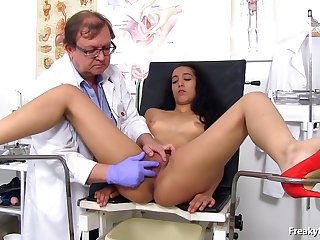 Latin brunette had an exciting experience in the hospital while spreading legs be advisable for a gynecologist