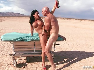 Outdoors going to bed in the desert d�bris all over a facial for Rachel Starr