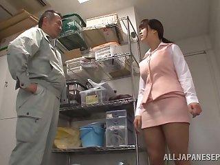 Japanese wifey Miyuki Matsushita drops on her knees to all round head