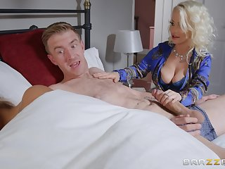 Petite Princess Eve does the nasty with her hung son-in-law