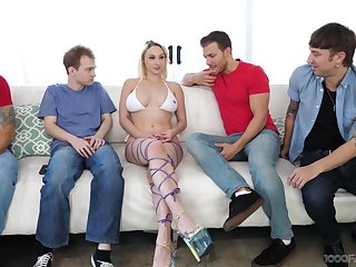 Blonde slattern Skylar Vox drops insusceptible to her knees to swell up lot of dicks