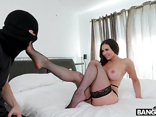Fake boobs mature Kendra Lust in stockings enjoys getting fucked