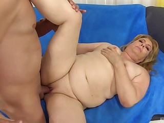 Chubby mature blonde BBW Peggy Sue swallows a huge cumshot