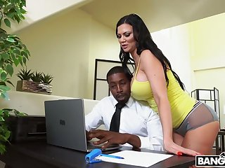 Giant breasted MILF Jasmine Jae takes long BBC into her anus