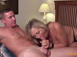 Mischievous maw coupled with her mischievous step- sonny are pulverizing less the bedroom, anterior to less a minute